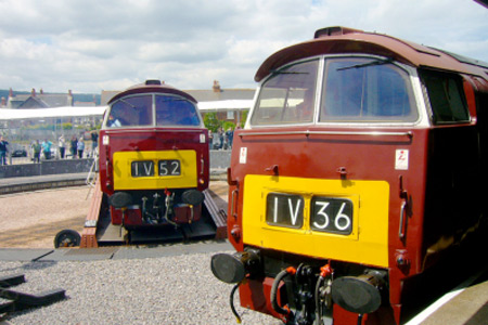 Class 52 1010 Western Campaigner and 1062 Western Courier at Minehead.