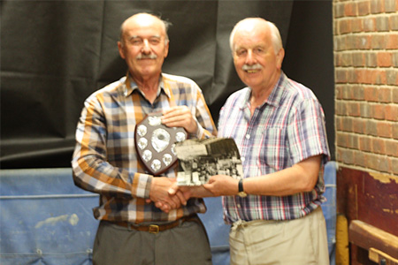 Roger Marsh presents David Rendall with the 2018 trophy
