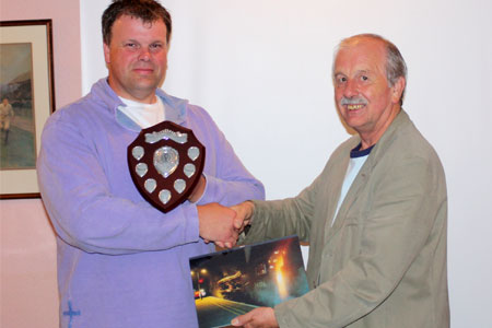 Roger Marsh presents Nigel Gillett with the 2008 trophy